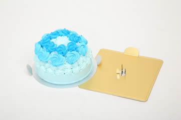 ケーキをつぶすときは固定金具がない状態なので、赤ちゃんが思いっきりケーキをつぶしても安心です。